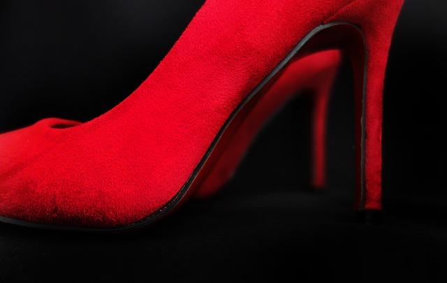 Dámske červené topánky s podpätkom.jpg